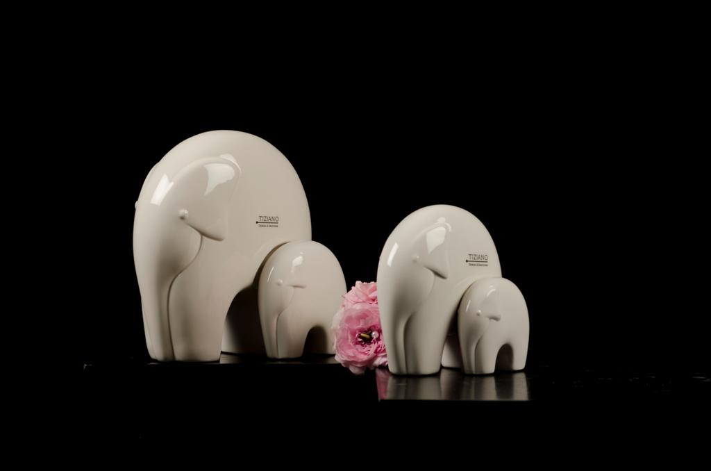 elefant dario als gl ckssymbol f r 2015 tiziano. Black Bedroom Furniture Sets. Home Design Ideas