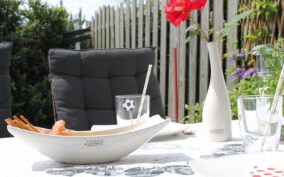 Sommeranfang und die perfekte Tischdekoration für Ihren (WM-) Grillabend.