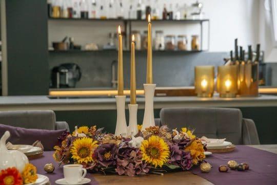 Kranz aus Hortensien und Sonnenblumen als Herbstdeko