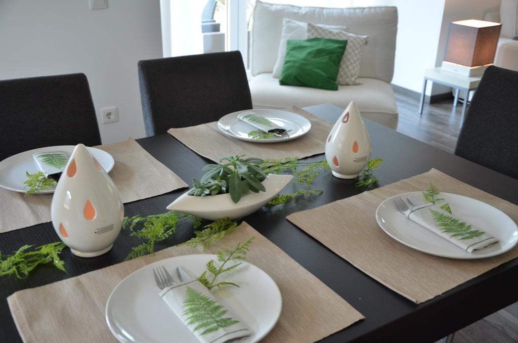 tischdeko mit farn und sukkulenten tiziano. Black Bedroom Furniture Sets. Home Design Ideas