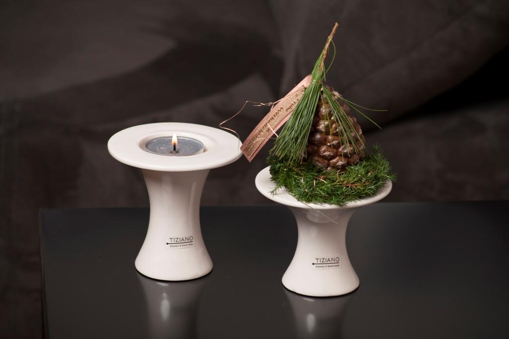 weihnachtliche dekoidee mit licht und zapfen tiziano. Black Bedroom Furniture Sets. Home Design Ideas
