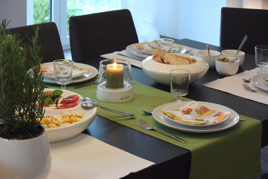 italiensche tischdeko f r die einladung zum pastaessen tiziano. Black Bedroom Furniture Sets. Home Design Ideas