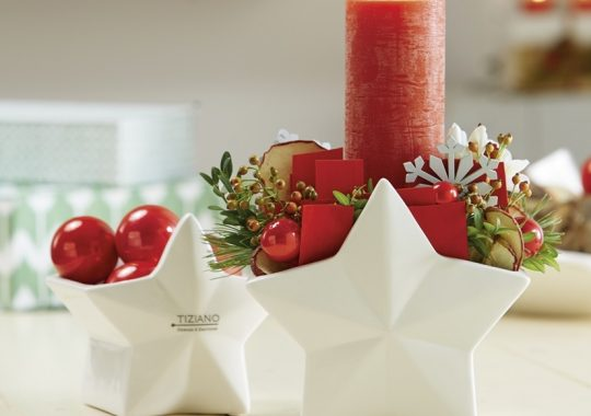 Weihnachtsgesteck in Rot und Weiß