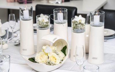 Tischdeko zur Hochzeit: Schlichte Eleganz ganz in Weiß