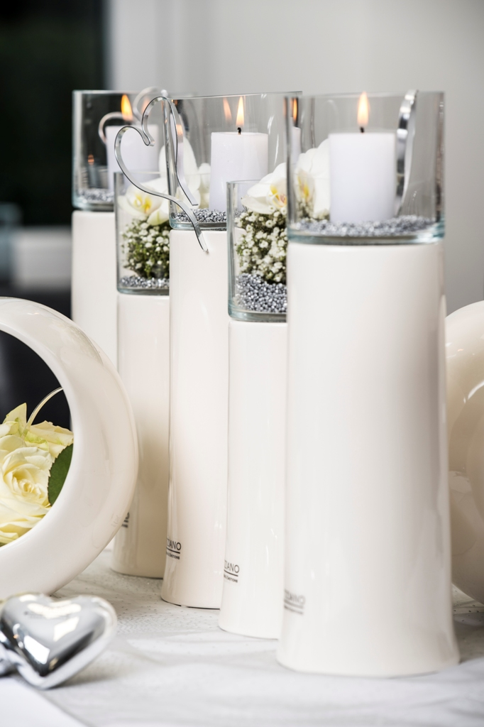 tischdeko zur hochzeit schlichte eleganz ganz in wei tiziano. Black Bedroom Furniture Sets. Home Design Ideas