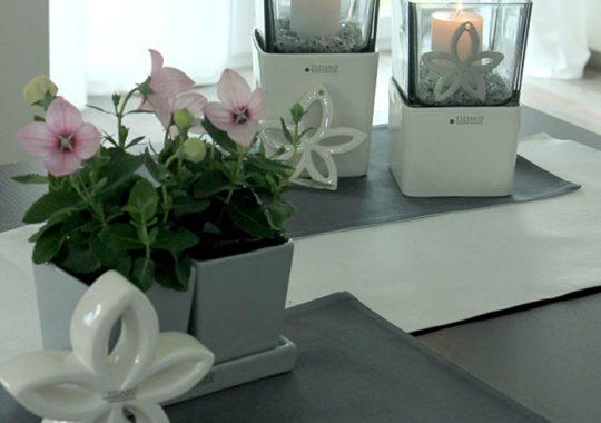 Wohnraumdeko mit floralen Elementen