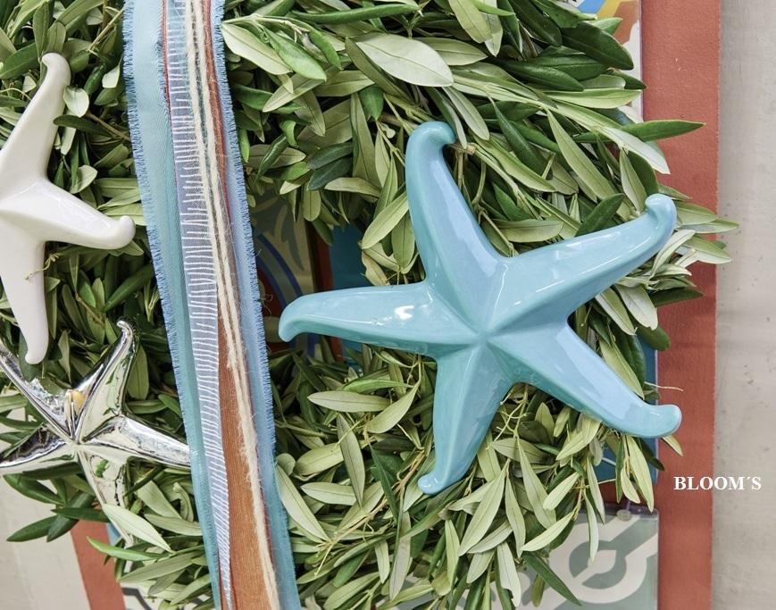 Olivenzweig mit Seesternen als maritime Deko