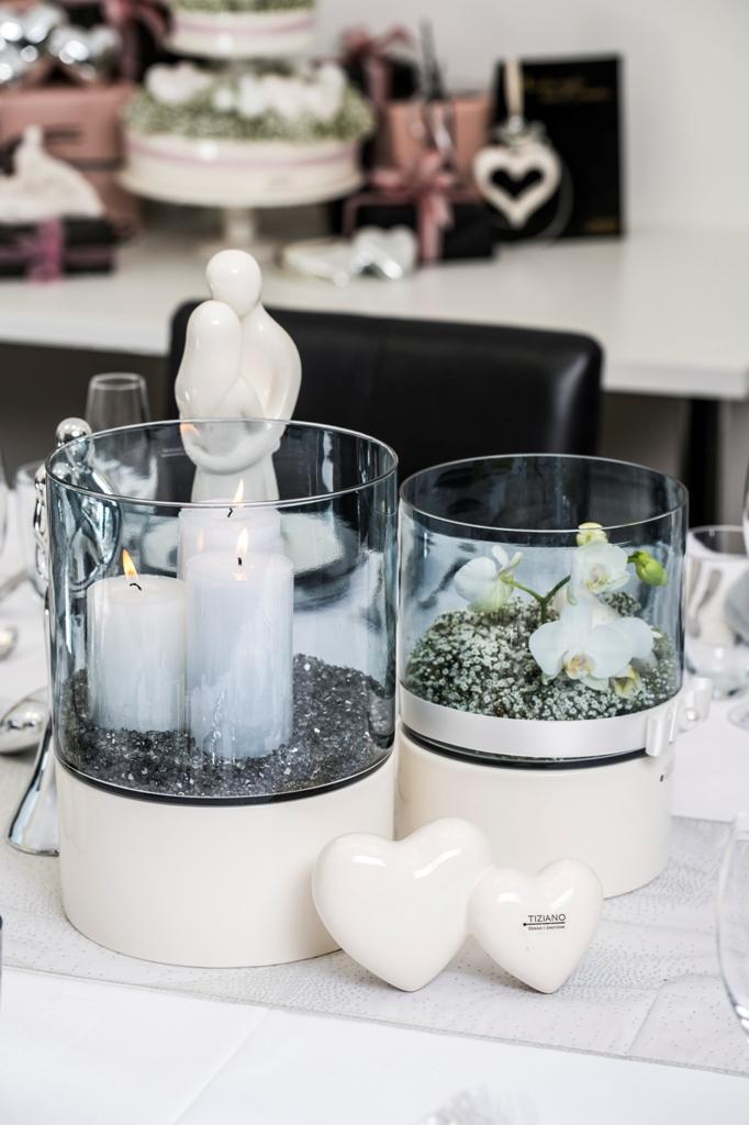 Romantische Tischdeko mit Herzen