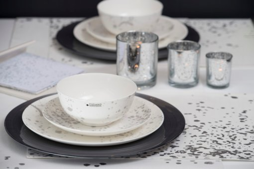 Tischdeko mit Platzteller und Geschirr Splash