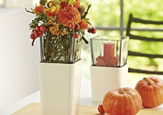 Deko im Oktober_Windlichter in kräftigen Farben