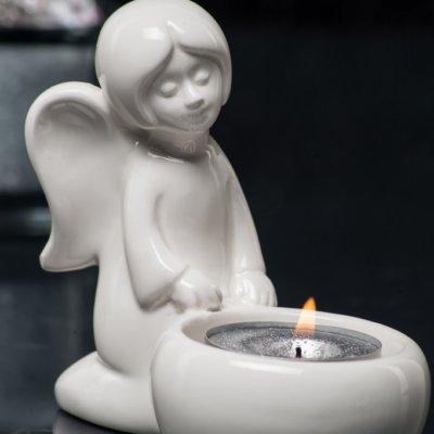 Engel Nora mit Licht Figur