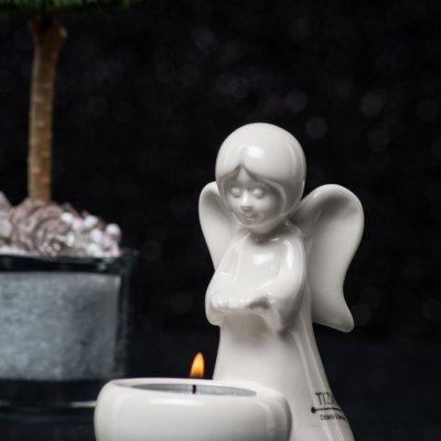 Engelfigur Nora stehend