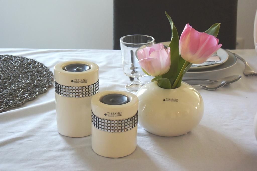 Frohe Ostern Tischdeko Mit Tulpen Und Osterhasen Tiziano