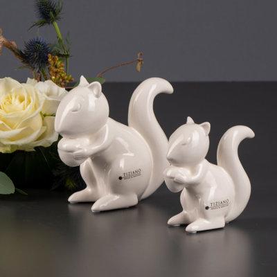 Silvino Eichhörnchen sitzend