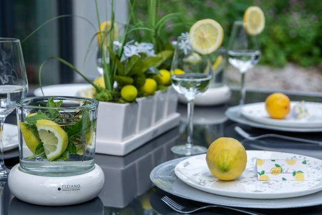 Sommerdeko als Tischdeko im Garten