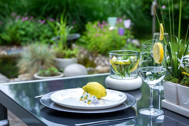 Sommerdeko für den Gartentisch