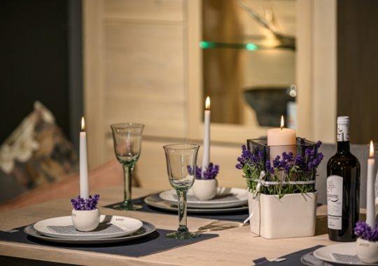 Lavendel Tischdeko im Windlicht