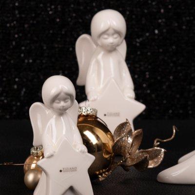 Engel Nora mit Stern stehend