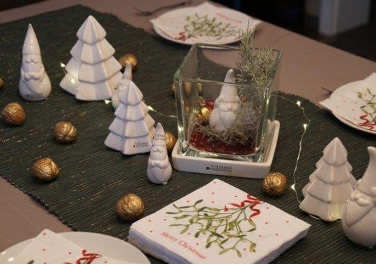 Weihnachtsdeko im Glas als Tischdeko