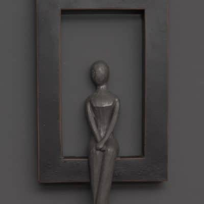 Figur Elisabeth mit Rahmen grau