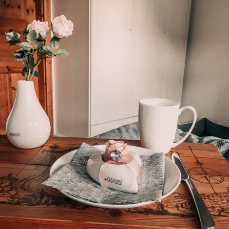 Überraschung zum Valentinstag: Frühstück im Bett