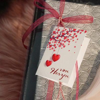 Geschenkanhänger von Herzen rot