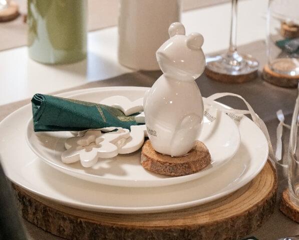 fruehlingshafte Tischdeko mit Frosch Frolo