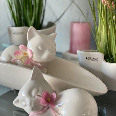 Dekofigur Katze Sadira liegend dekoriert rosa