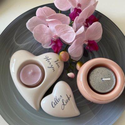 Dekoteller mit Herzen Orchidee und Bowla