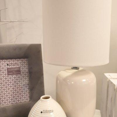 Vase Meleto creme-weiss dunkelgrau mit Lampe Catalina