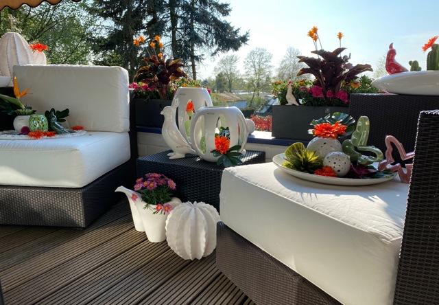 Tropische Balkon Deko auf der Terrasse