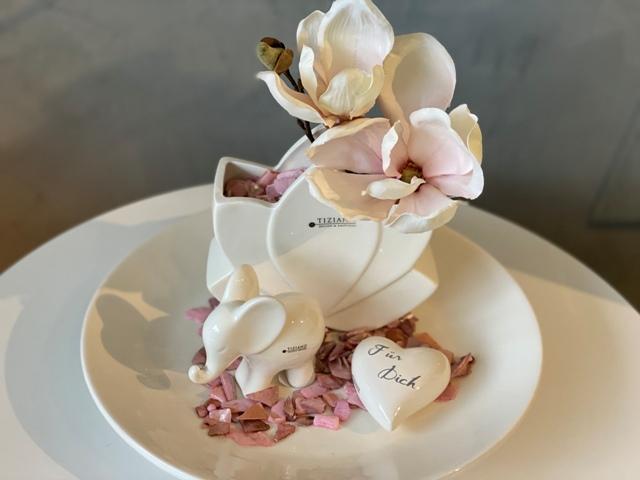 Dekoset mit Herz und Magnolien zum Muttertag