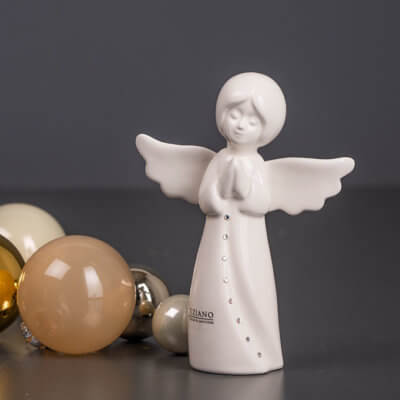 Engel Mara betend mit Kristall
