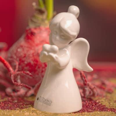 Dekofigur Engel Eliana mit Herz creme - weiß