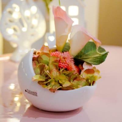 Dekoset Schale Porto 16 weiß-creme dekoriert mit Calla rosa