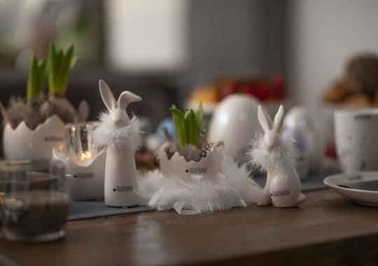 Tischdeko zu Ostern mit Federn