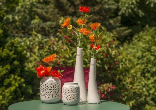 Sommerdeko in der Vase mit Mohnblumen
