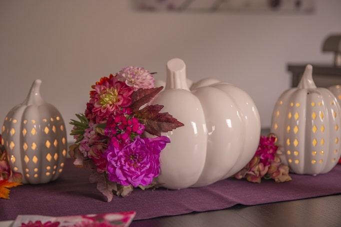 Deko mit Kürbissen im Herbst: farbenfrohe DIY Idee