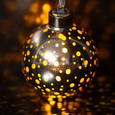 Vorverkauf: Deko Kugel Vila LED mit Punkten 8cm silber/gold