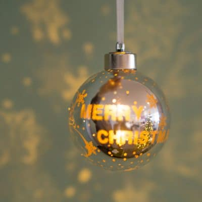 Vorverkauf: Deko Kugel Vila LED Santa 8 silber/gold